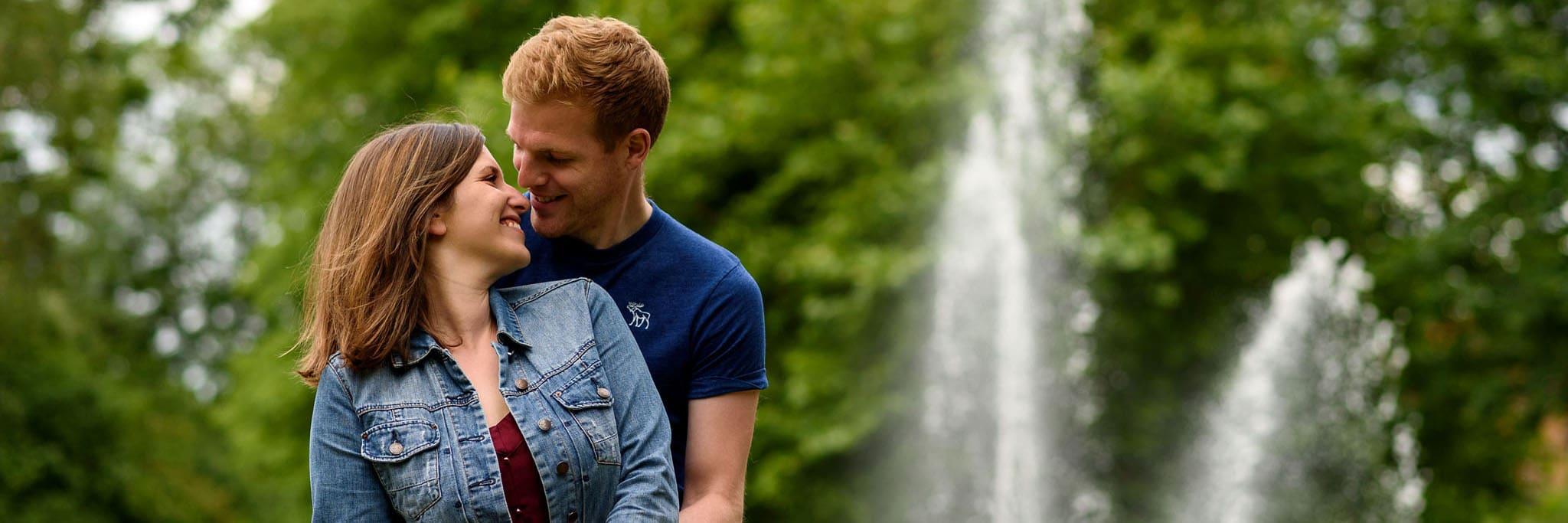 couple cuddling in jephson gardens